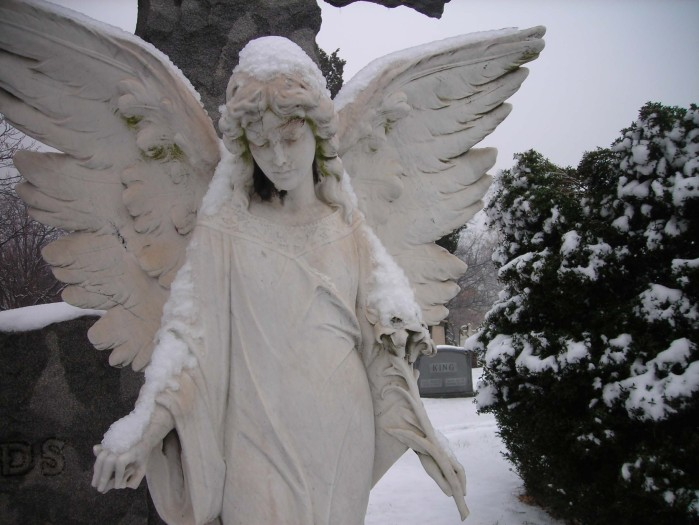snow-angel-1672x1254